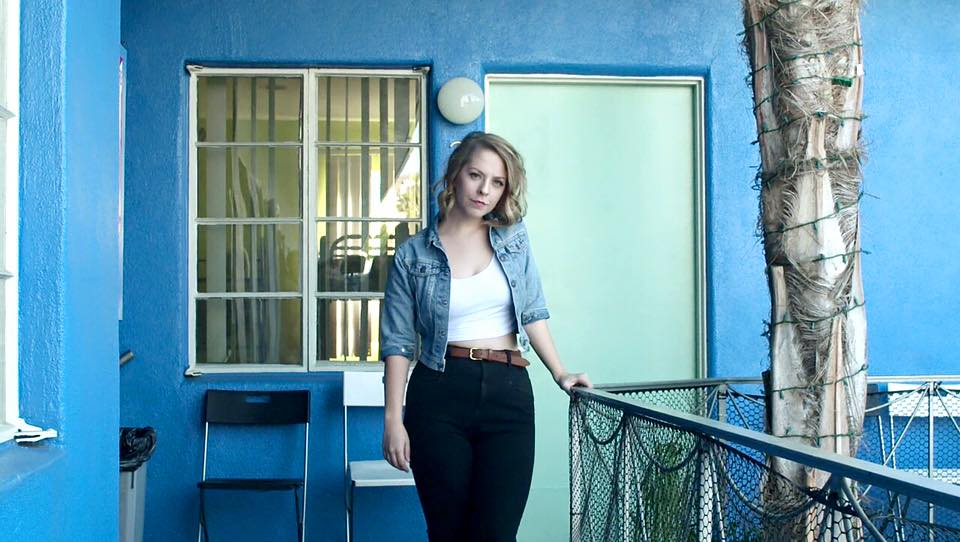 "Los Angeles: Julia Nunes – ""Make Out"""